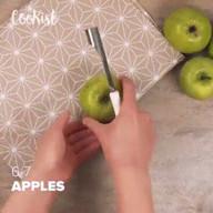 id_54981 Три рецепта с яблоками для тех, кто не знает, куда их деть 😁🍎  Автор: Cookist  #gif@bon