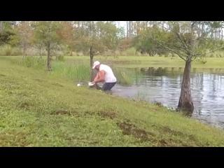 🐊 Житель Флориды показал, кто тут главный, и голыми руками вытащил собаку из пасти крокодила.