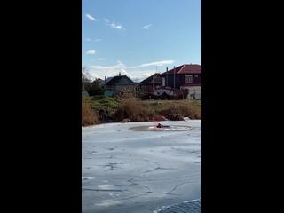 Прохожие спасли провалившихся под лед школьников на Кубани