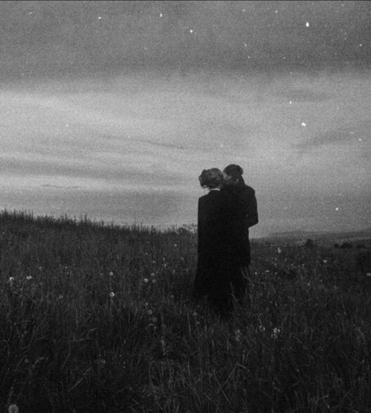 Как хочется прожить еще сто лет Ну пусть не сто хотя бы половину, И вдоволь наваляться на траве, Любить и быть немножечко любимым... И знать, что среди шумных площадей И тысяч улиц, залитых