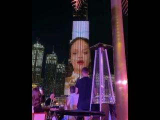 Проекция Рианны на Burj Khalifa, «Fenty Skin Island»