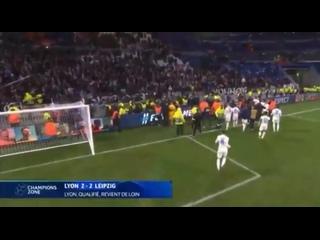Игроки и фанаты «Лиона» повздорили из-за плаката с ослом