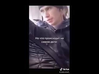 Когда поёшь в наушниках (Парень поёт в автобусе)