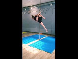 Акробатика на пилоне