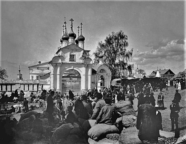 Село Бор. Базар около Никольско-Знаменской церкви....