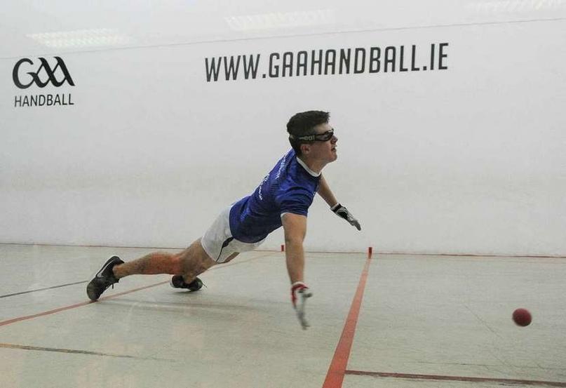 """В ряде стран (Ирландия, США) """"гандболом"""" называют совсем другую игру. В ней руками бьют мяч о стену!, изображение №4"""