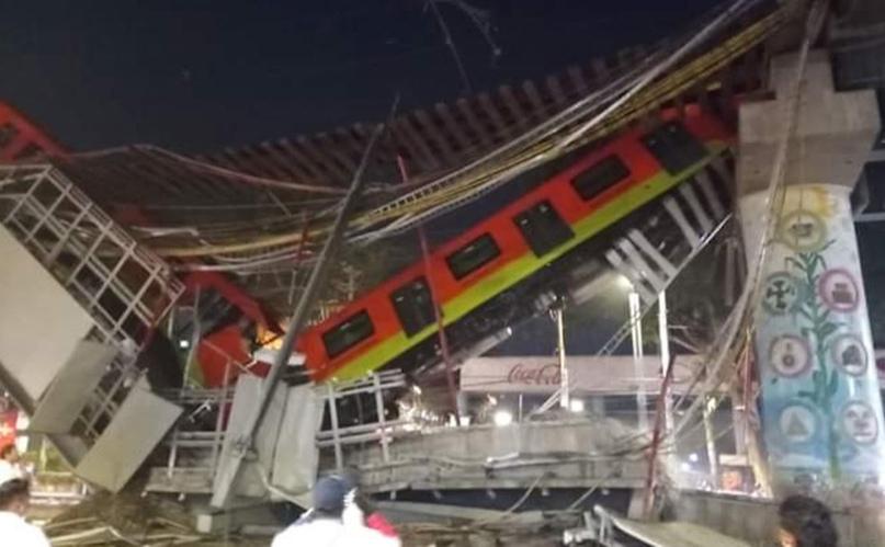 В Мехико под поездом рухнул мост — 23 человека погибли, около 70 пострадали. Пас...