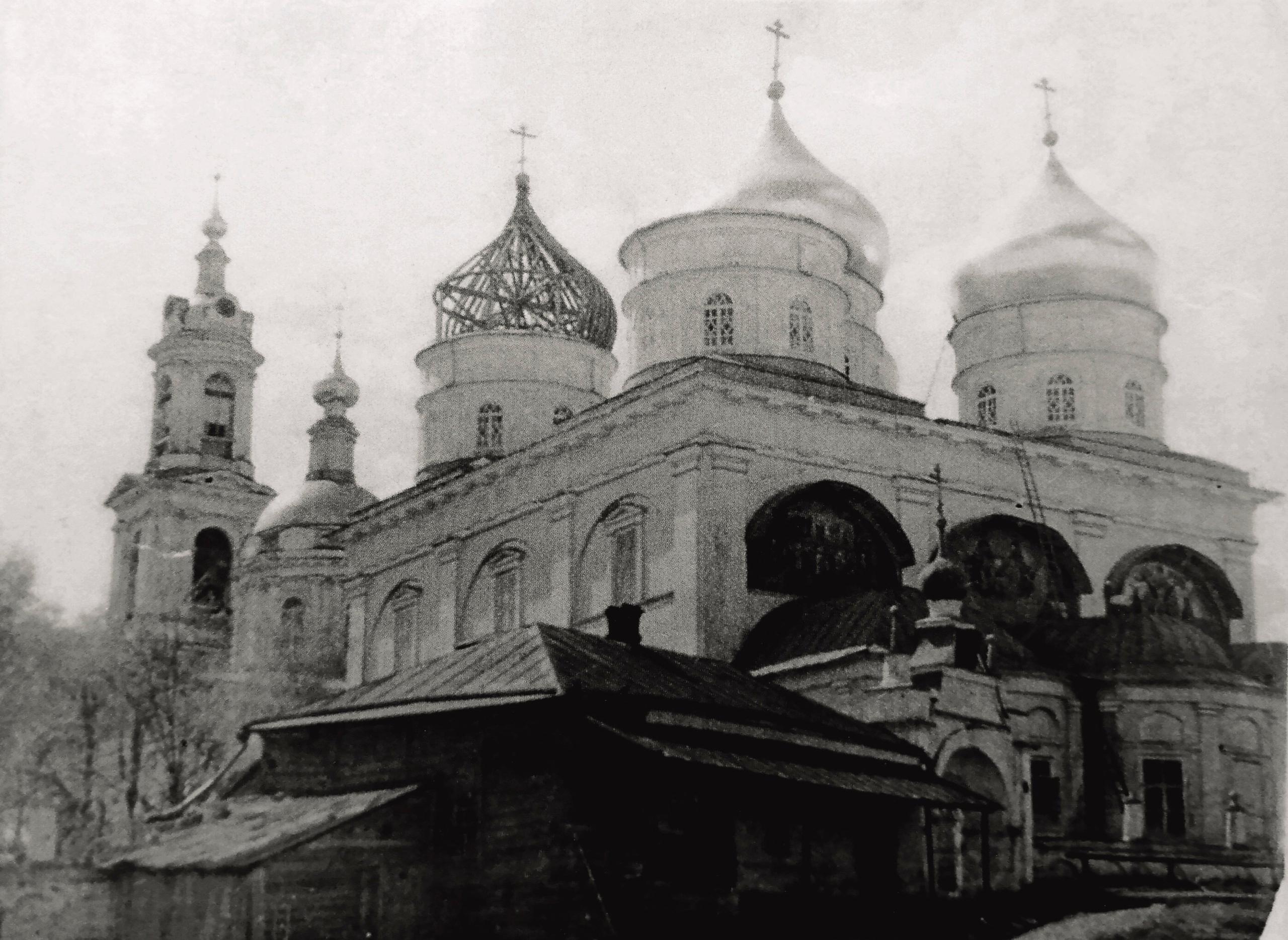 В сетях появилось фото, как в Кимрах в тридцатые годы разбирали Покровский собор