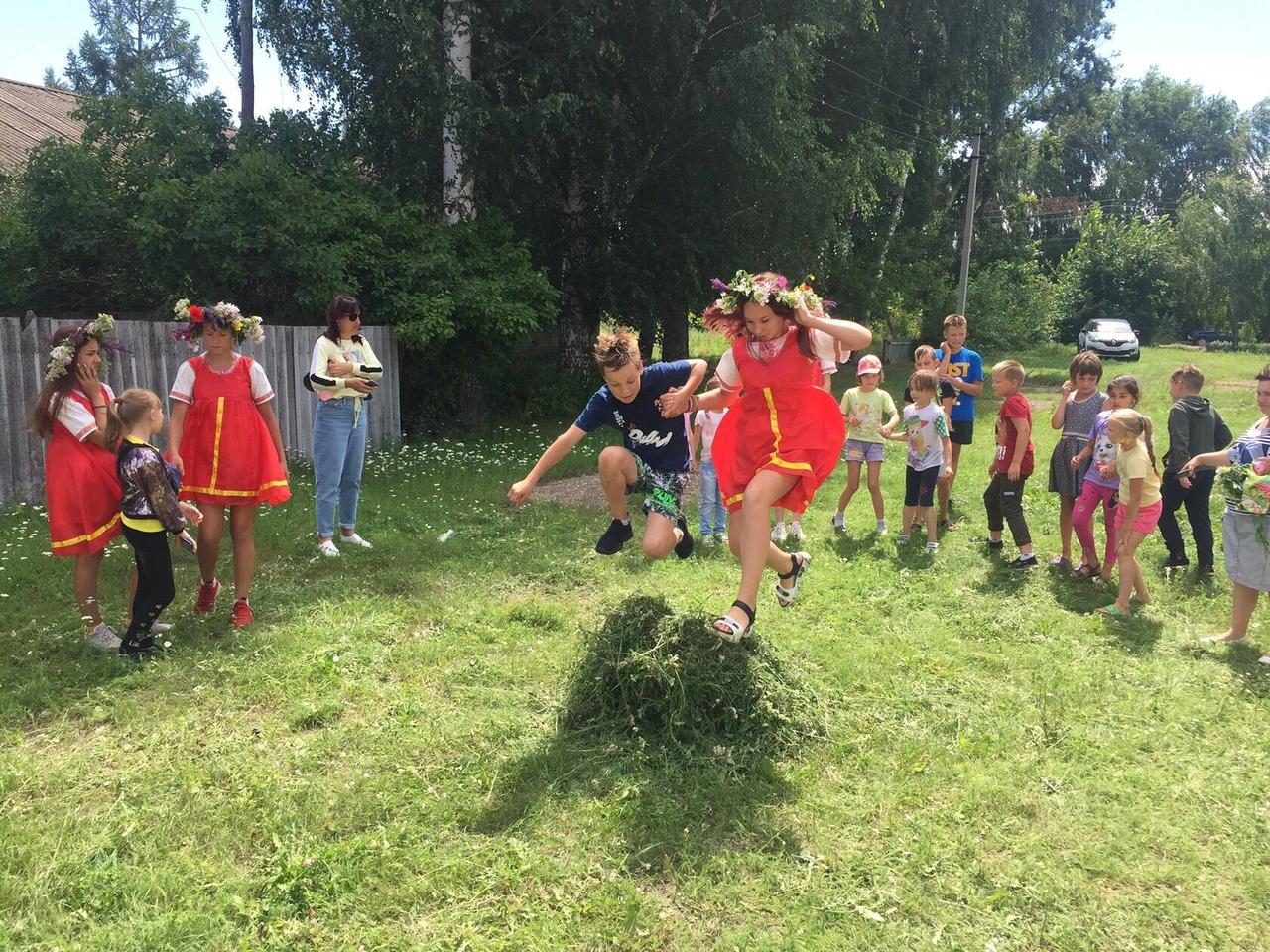 В Первоберёзовском доме культуры провели конкурсную программу, посвящённую празднику Ивана Купалы - дню летнего солнцестояния