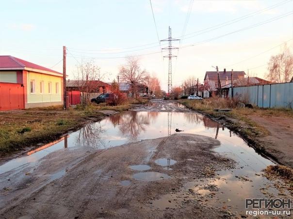 В деревне Гадюкино опять дожди Троицкие дороги, ка...