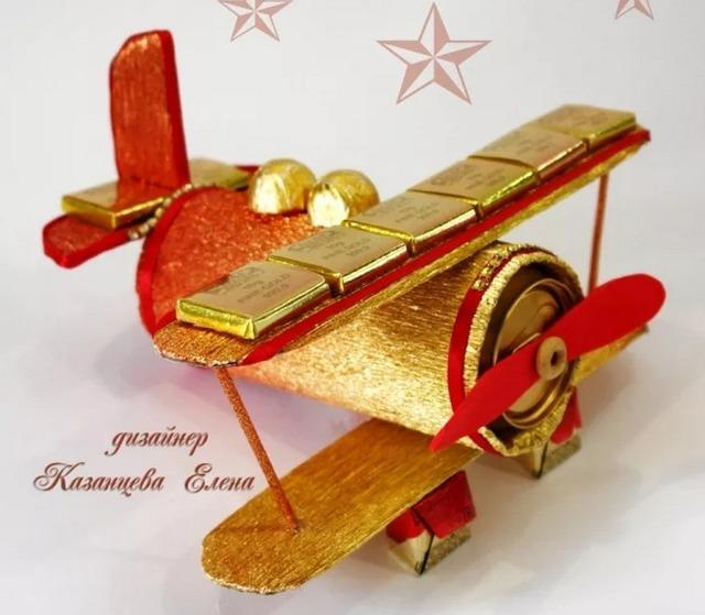 как сделать вертолет из конфет своими руками пошагово, как сделать самолет из конфет своими руками пошагово,