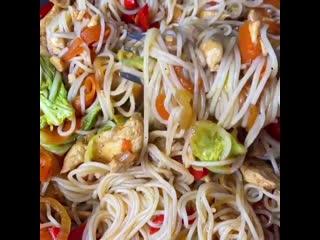 Вы когда-нибудь готовили вок с пекинской капустой? Вы многое теряете) Очень сочно, пикантно и вкусно👌 мужчины оценят💥