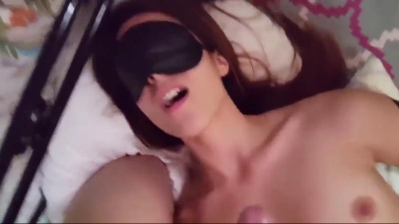 Снимаю на камеру московский вписон, почти солевая (студенты, русское, школьница, на кровати, частное, домашнее, приват, оргазм)
