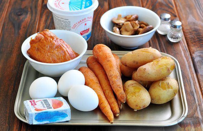 """Новогодний салат """"Собачка"""" с копченой курицей и грибами 🙈"""