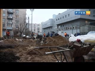 Исчезающую плитку у метро Приморская уложили еще и на частной территории