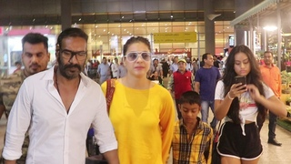 AJAY DEVGN Spotted With His Wife KAJOL & KIDS At Airport
