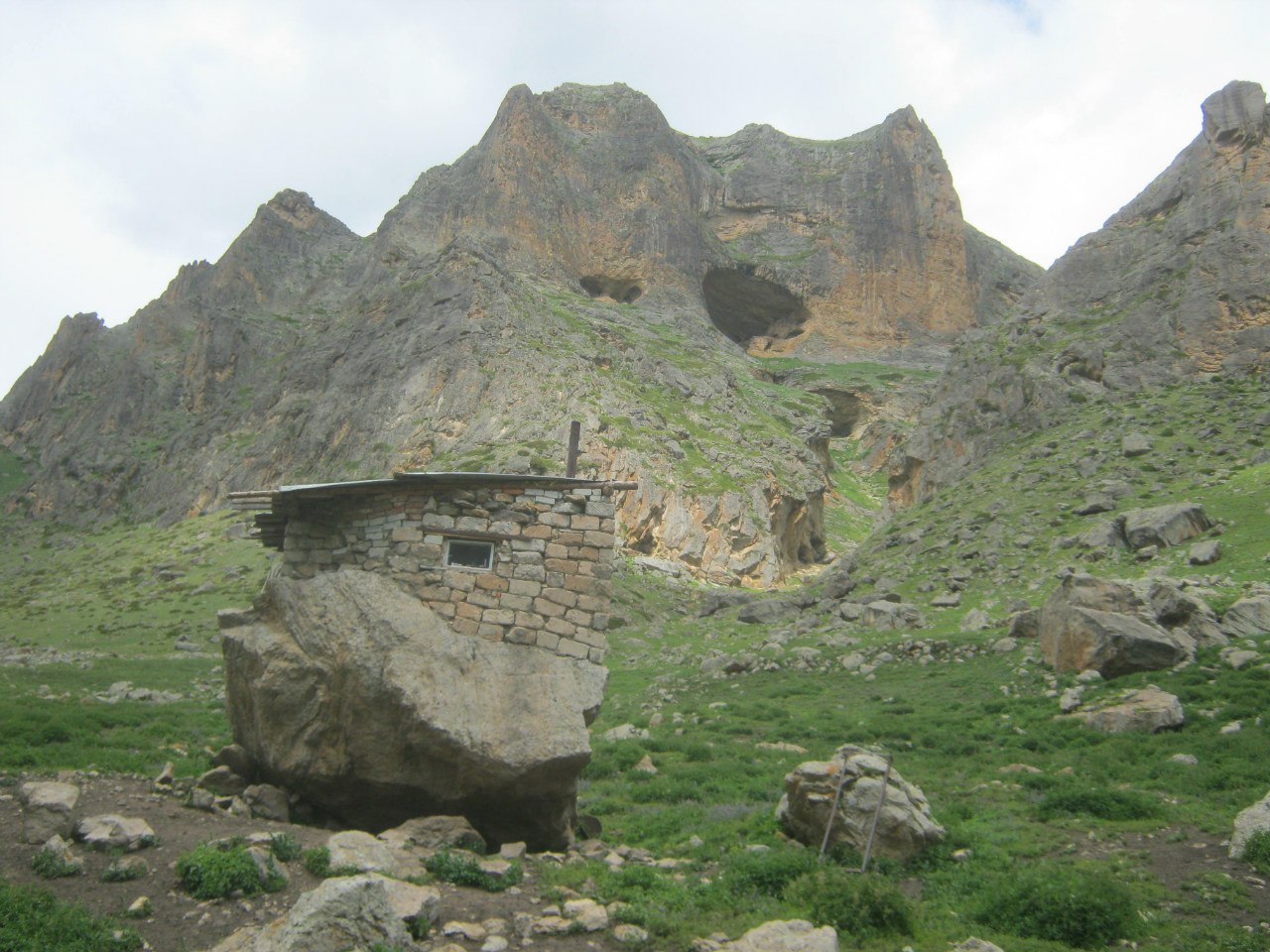 Комната пастуха на камне