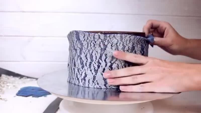 Вы умеете делать кракелюр Смотрим видео @ asia demianova и учимся 😉Бонусом сосульки из изомальта ⬇️ и небольшой лайфхак от нас